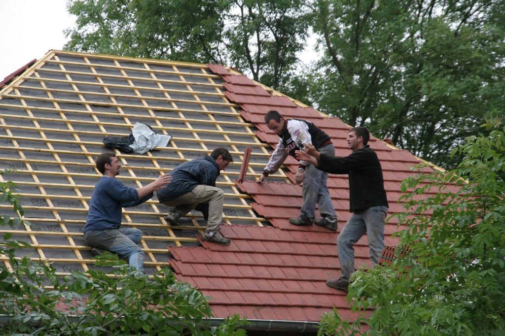Tuiles ca nous botte de construire une maison en paille for Tuiles tiges de bottes